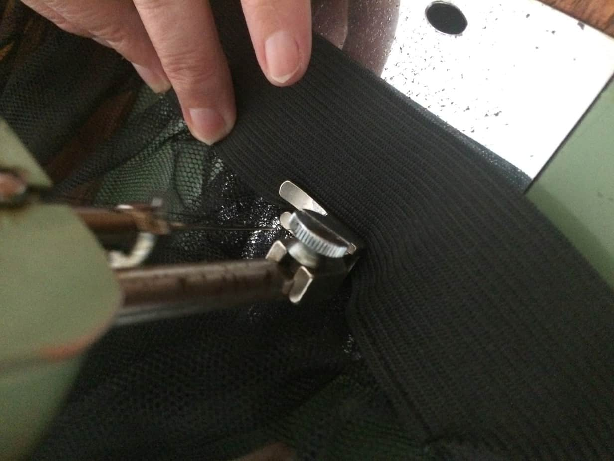 l'élastique est cousu sur le tutu