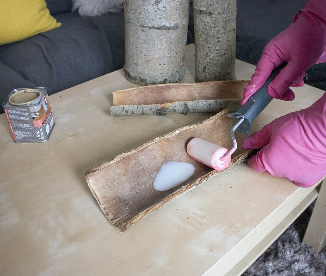 pose du vernis sur les ecorces - Transformer des écorces en plat décoratif