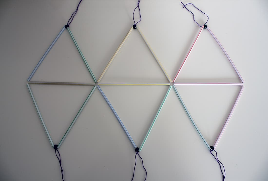 construction du lustre en pailles