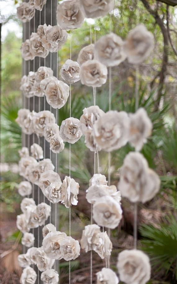 guirlande de fleurs en papier déco mariage