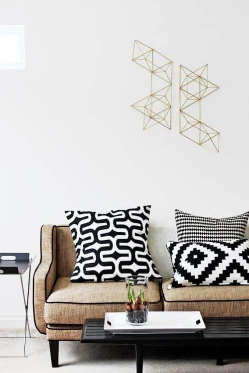 un coussin graphique noir et blanc pour plus de modernite