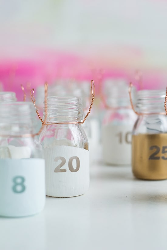 DIY Paint Dipped Advent Calendar Bottles Fall For DIY 10 - 10 calendriers de l'Avent à faire soi-même