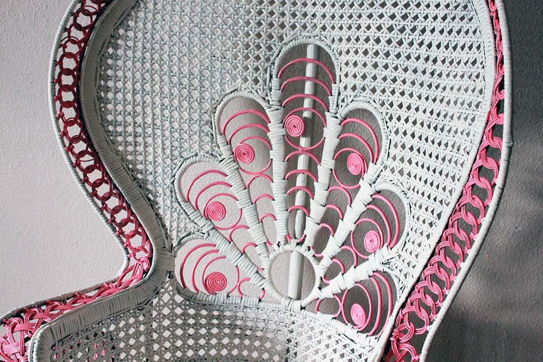 zoom final des details fauteuil rotin - Repeindre un fauteuil rotin de style Emmanuelle