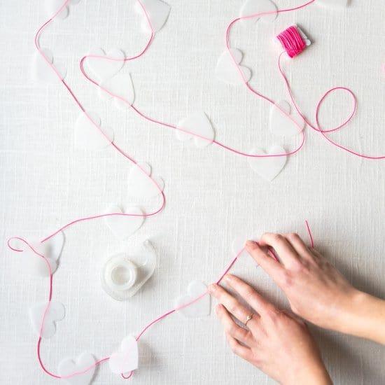 guirlandes coeur saint valentin - 14 DIY pour une Saint-Valentin réussie