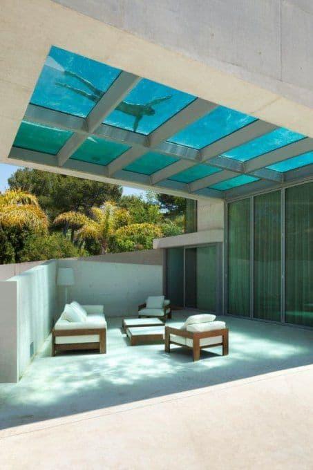 piscines design avec fond vitre
