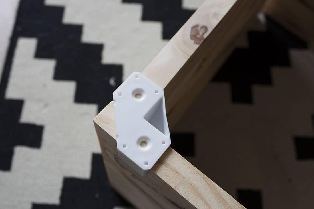 fixer des planches en bois avec les coins cubix