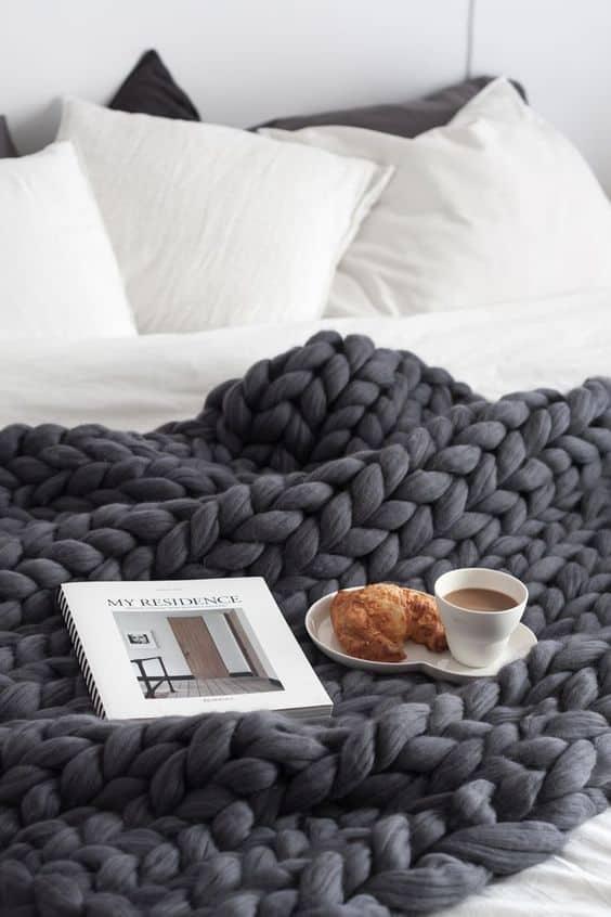 blog - un plaid en laine pour la chambre