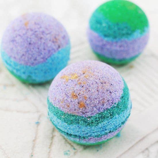 des boules de bain multicolores faites a la main - Saint Valentin : 11 do it yourself déco pour un cadeau romantique