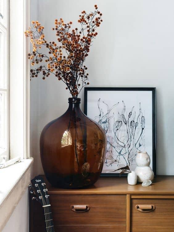 un bouquet de fleurs sechees moderne