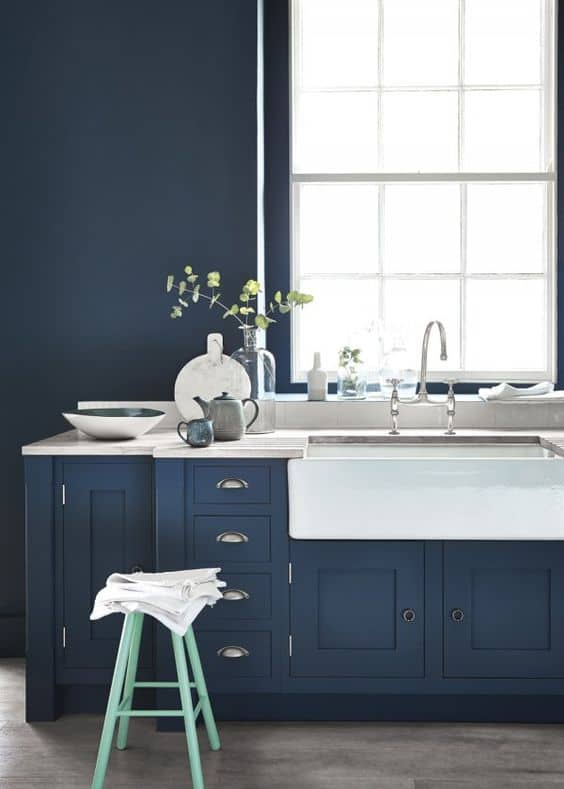 cuisine bleu indigo bleu foncee couleurs phares de lete
