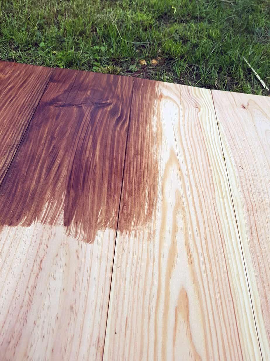 teinture a bois couleur cafe sur table basse