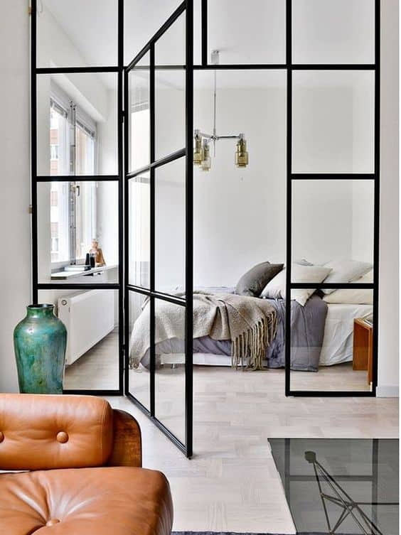 une paroie vitree type verriere pour la chambre