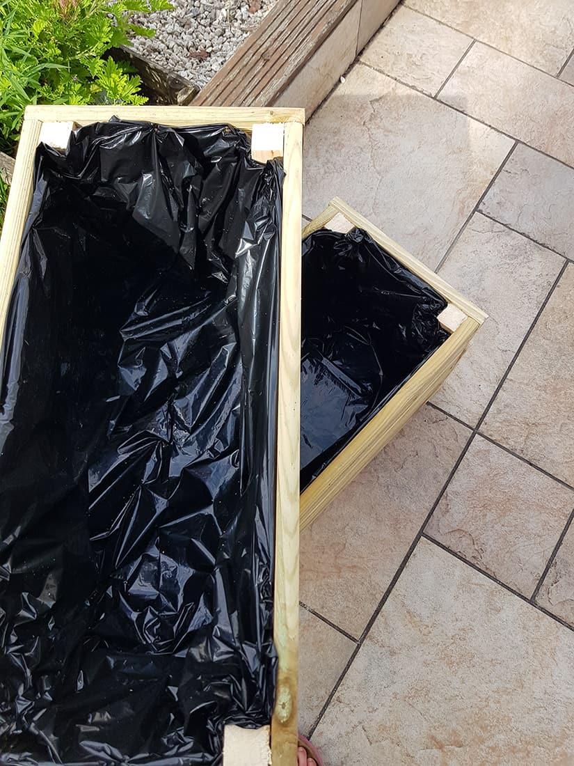 bac jardiniere pour jardin en bois - DIY : fabriquer une jardinière en bois pour le jardin