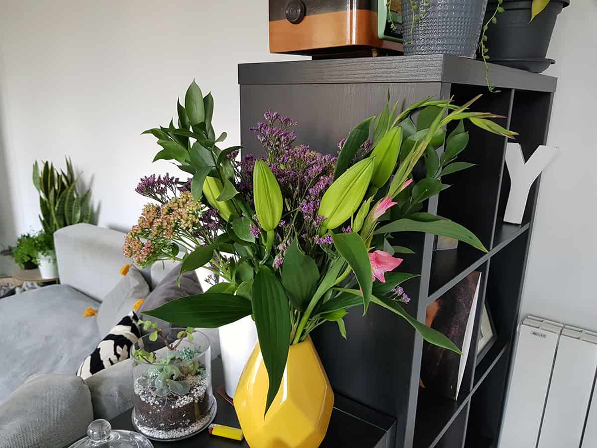 bouquet blooms vase jaune deco