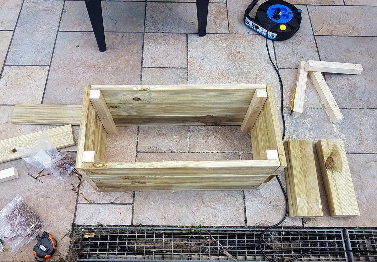 cadre pour la jardiniere en bois - DIY : fabriquer une jardinière en bois pour le jardin