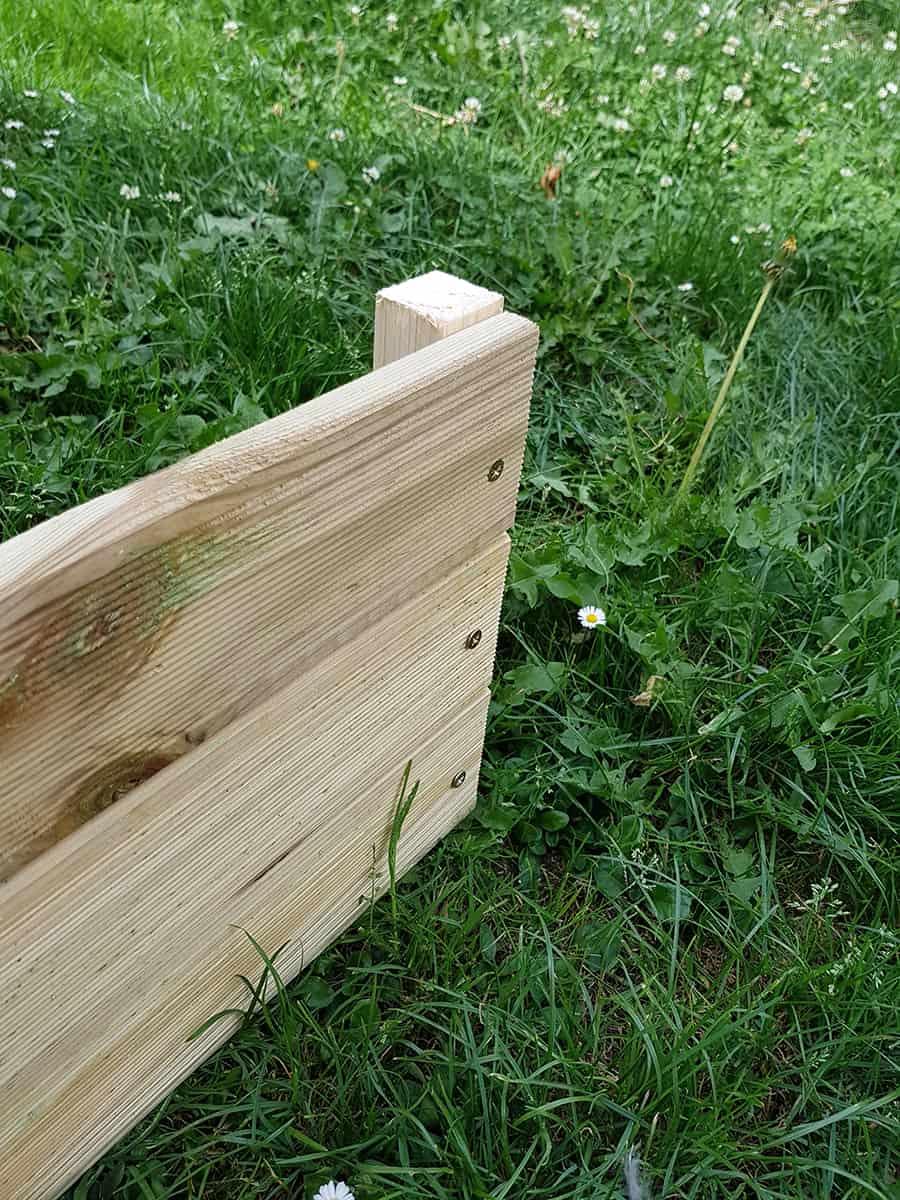 finalisation d'un des cote de la jardiniere
