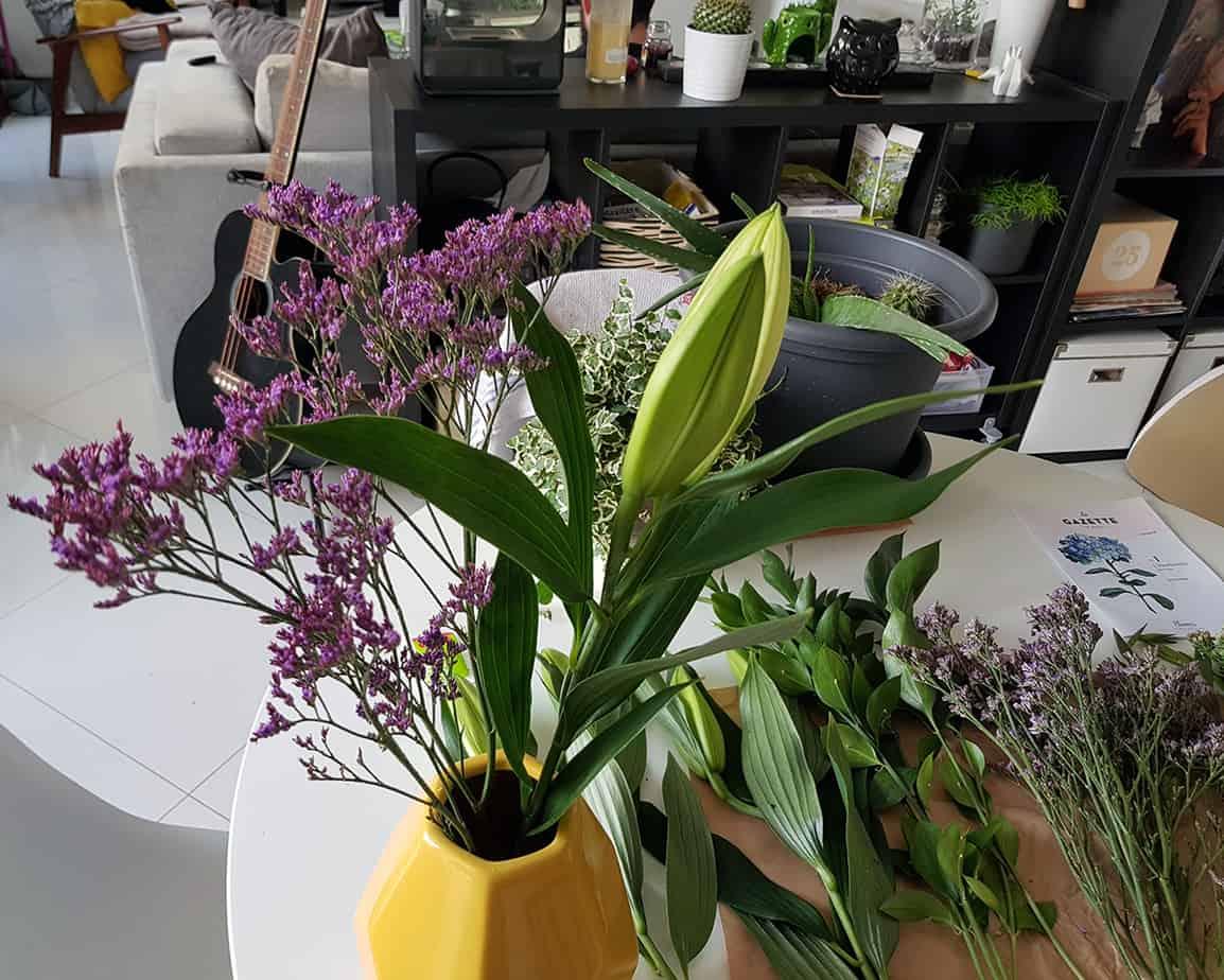 lys dans vase pour fleurs blooms