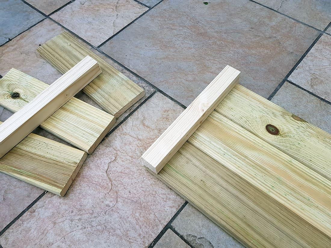 planche bois et tasseaux jardiniere construction