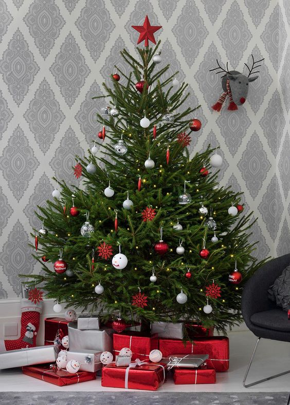 un sapin de noel traditionnel