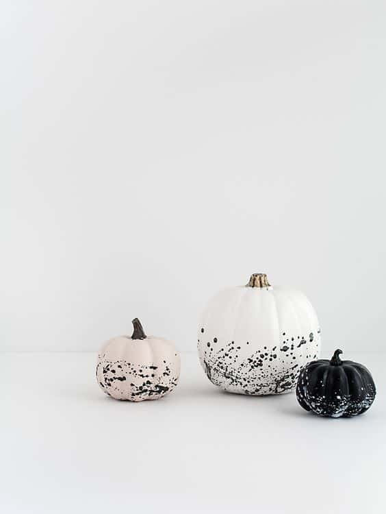 citrouille dhalloween avec des eclaboussures de peinture - 15 DIY originaux pour décorer la citrouille d'Halloween