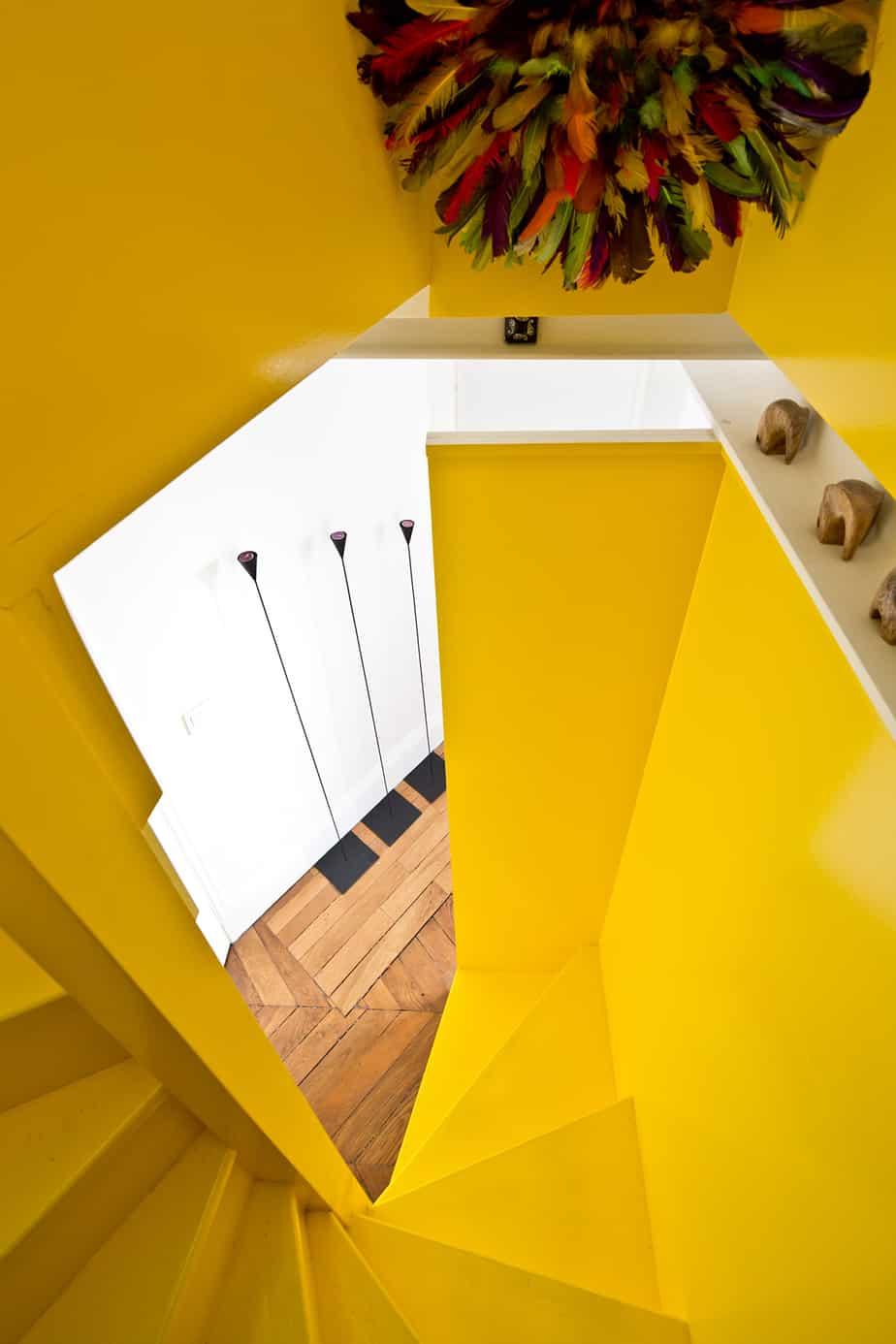 escalier jaune et design visite dun appartement parisien© Jonathan Letoublon Architecte Antonin Ziegler via Archibien 17 - Visite d'un appartement Archibien à Paris