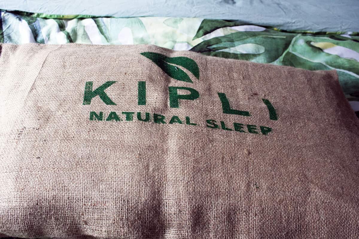 oreiller kipli dans housse en fibre naturelle