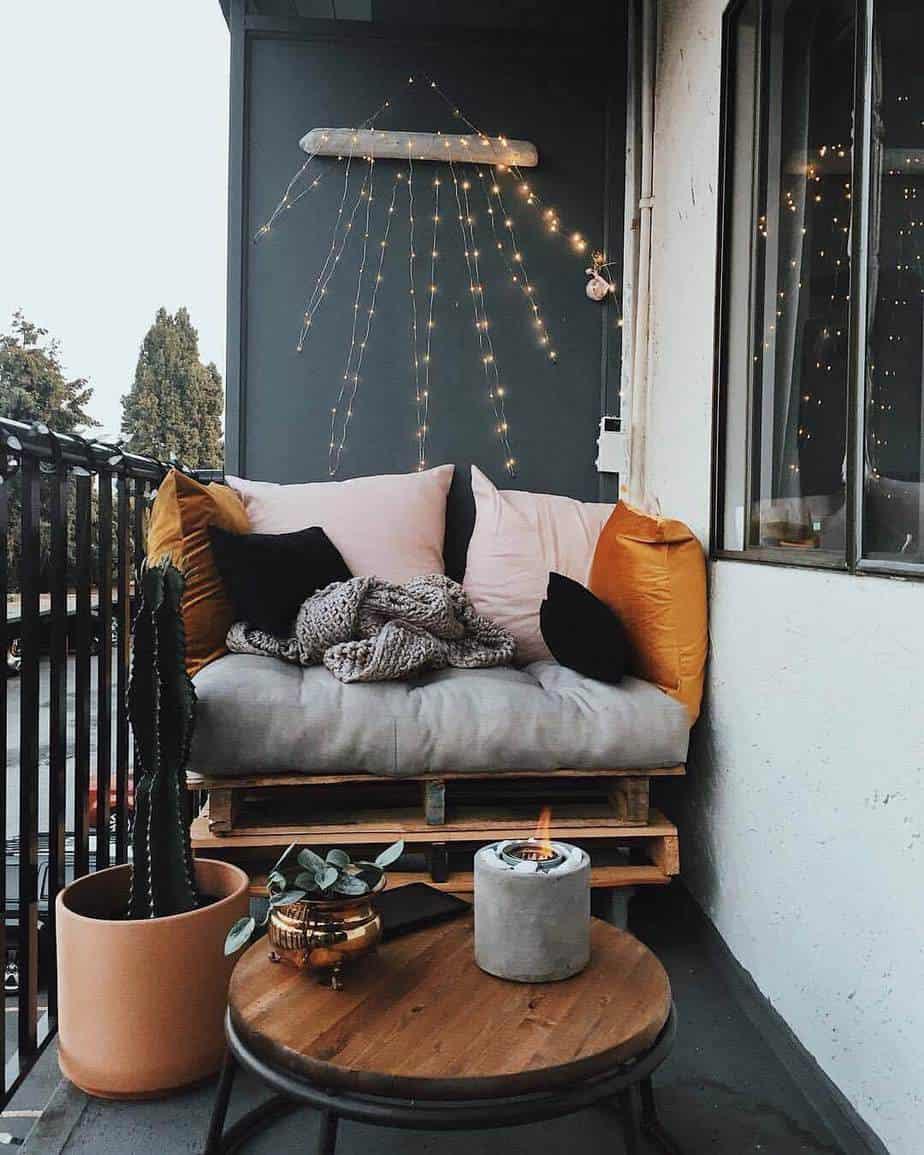 canapé en palette comme DIY pour décorer le balcon