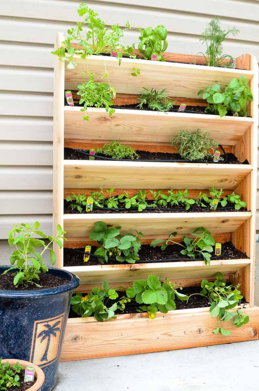 diy potager vertical pour le balcon  - 8 DIY pour décorer le balcon
