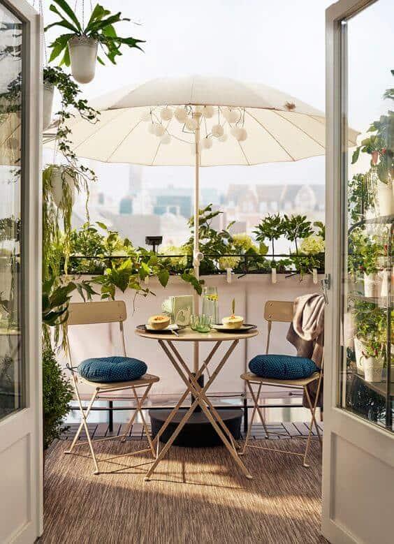 astuce pour cacher le vis a vis du balcon : parasol