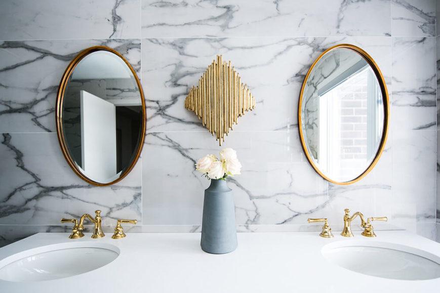 cropped christian mackie 6BJu73 UJpg unsplash 2 869x579 - Choisir les meubles de la salle de bains