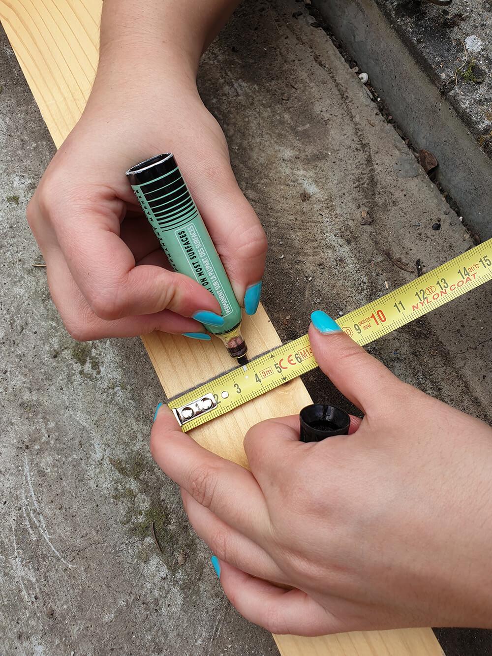 inscription de mesure sur tasseau - Construire une terrasse en bois