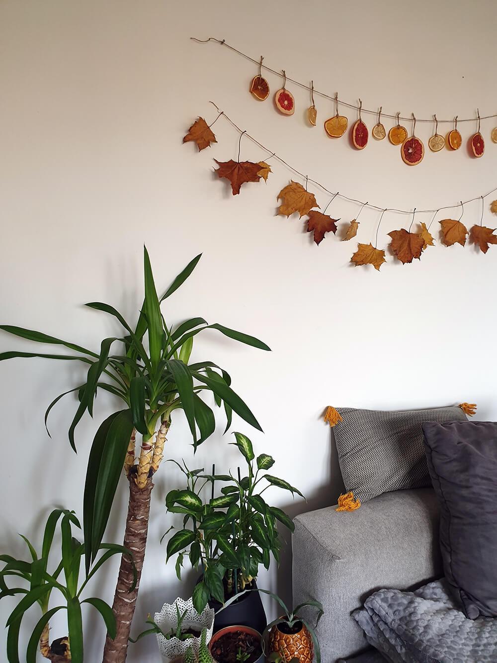 guirlande de noel zero dechet pour décorer les murs du salon - Comment adopter la guirlande de Noël zéro déchet ?