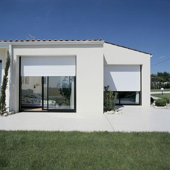 maison contemporaine avec des volets roulants  - Focus sur le volet roulant avec RueDuVolet
