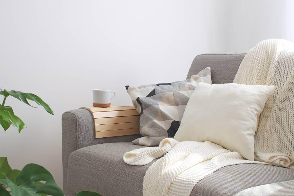 un canapé cosy pour une ambiance ressourçante - Comment créer une ambiance ressourçante à la maison en hiver ?